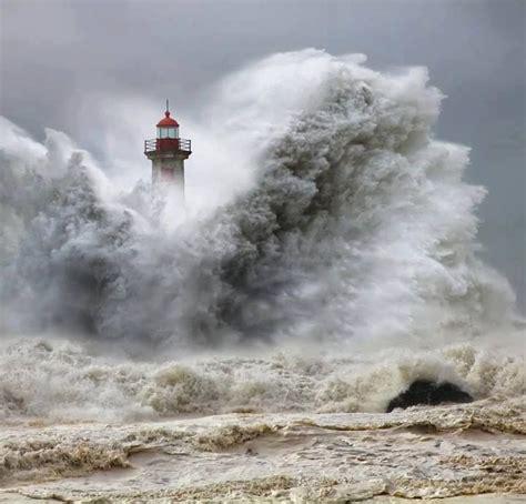 Phare dans la tempête