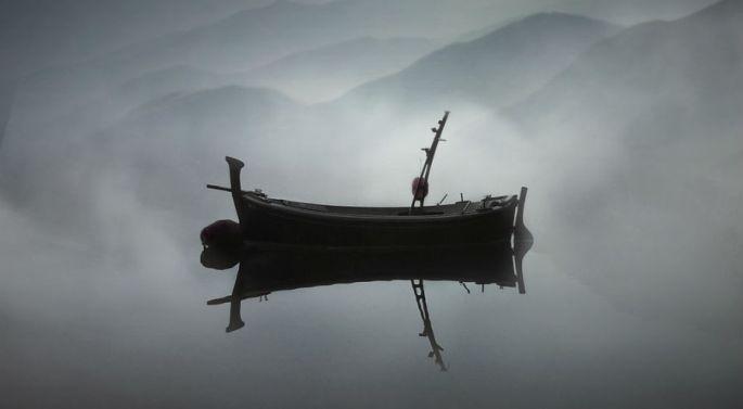 barque dans le brouillard
